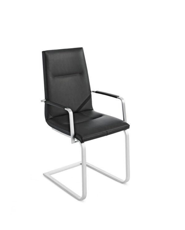 06: Armlehn-Stuhl mit Komfortpolsterung
