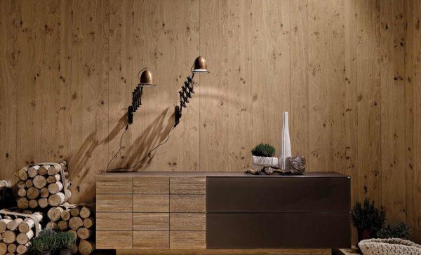 03: Sideboard mit geschroppten Holzfronten und Glas grandbrown