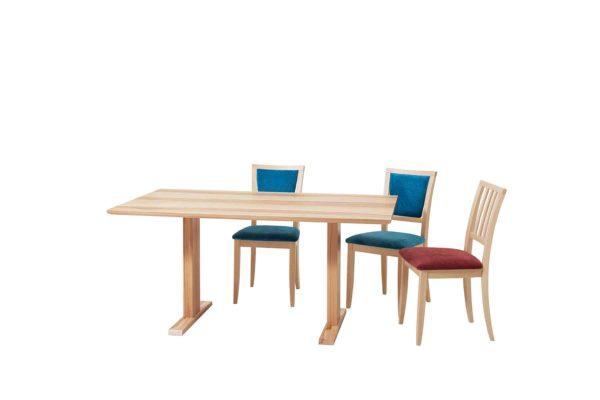 29: Tisch in allen Wunschgrössen und Holzausführungen