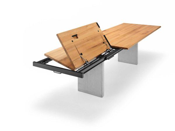 08: Massivholztisch mit Auszugtechnik und Wangenfüsse in Beton