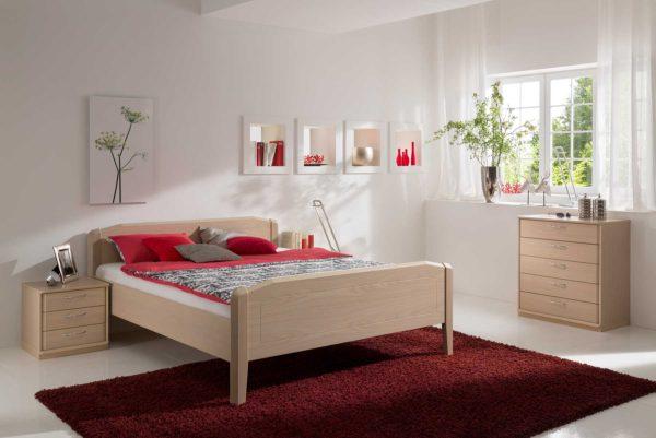 18: Klassisches Bett mit Komforthöhe, Kopf- und Fussbrett