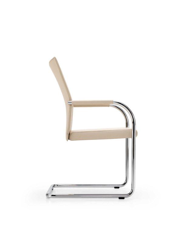07: Wer einmal in diesem Armlehn-Stuhl sitz, möchte am liebsten nicht mehr aufstehen