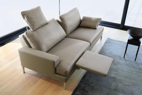 32: Grosses Sofa mit Kopf- und Fussteil