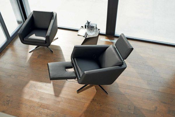 11: Der Verwandlungskünstler. Klassischer Sessel wird im Handumdrehen zum bequemen Relaxstuhl