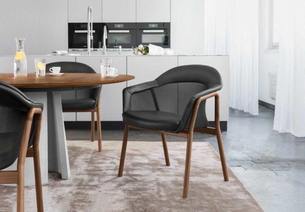 20: Moderner Tisch rund mit Betonsockel