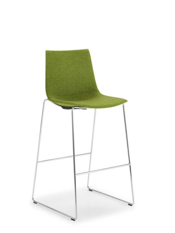 32: Barhocker mit flexibler Sitzschale in vielen Polstervarianten