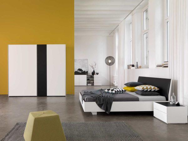13: Modernes Schlafzimmer in schwarz / weiss. Ob Glas oder Lack, Sie haben die Wahl!