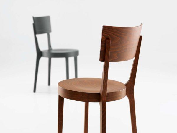 29: Bistrostuhl aus Holz – leicht, stabil und zeitlos