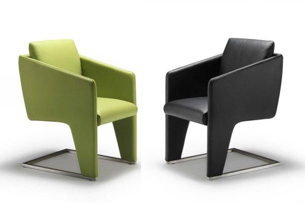 30: Kombination aus Freischwinger-Stuhl und Sessel. Hier können Sie auch relaxen