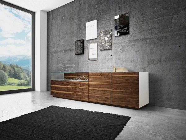 17: Perfekte Kombination aus Holz und Glas machen dieses Sideboard zu einem wahrhaftigen Hingucker
