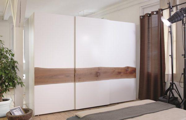 29: Schiebetürenschrank 3türig, Fronten in Glas weiss und Arbolone in Holz horizontal