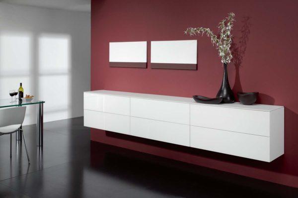 23: Durch die Wandmontage kann auch unter dem Sideboard bequem gereinigt werden