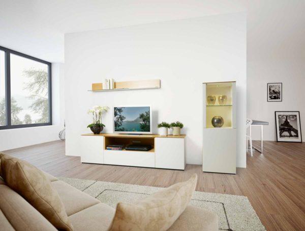34: TV-Möbel mit idealer Höhe und Nische für TV-Geräte
