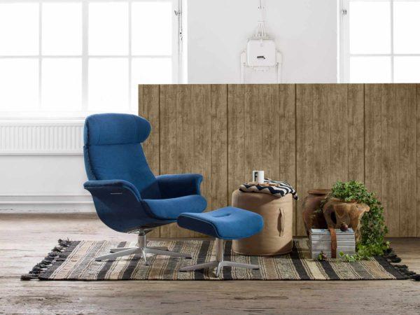 23: ... gleicher Sessel wie Nr. 22, mit bezogener Schale, jedoch ohne Holz