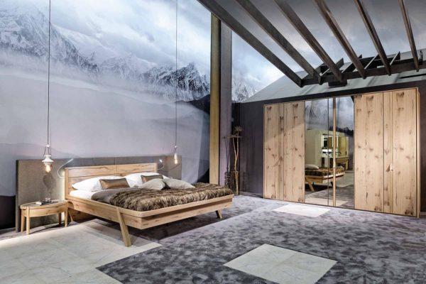 05: Schlafzimmer in Wildeiche Rustiko massiv und runden Nachttischen