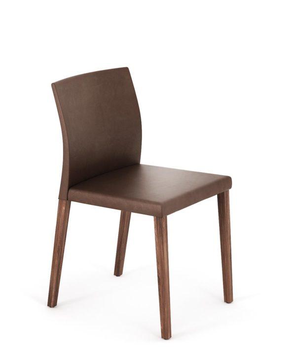 18: Kubischer 4-Bein-Stuhl in Holz mit gebogener Rückenlehne