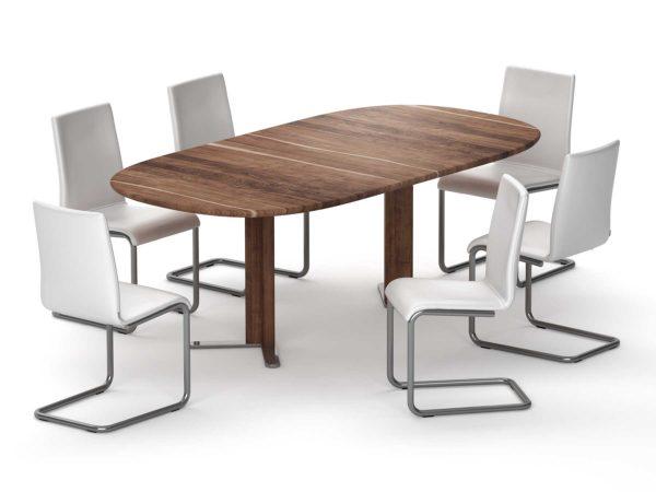 24: Tisch mit stumpfovaler Form in Nussbaum