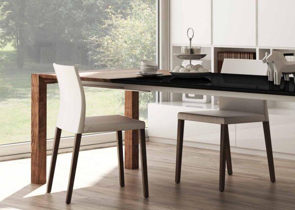 28: Tisch in Glas schwarz und Auszugsystem in Holz Nussbaum