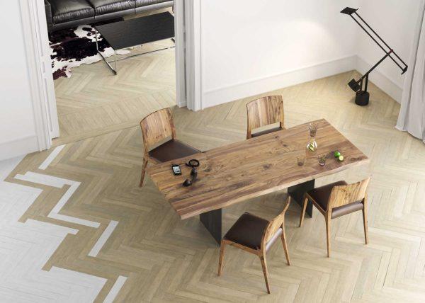 17: Tischblatt in sehr schönem europäischen Nussbaum-Holz